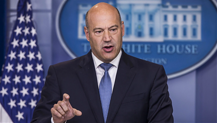 White House economic advisor Gary Cohn resigns due to his opposition to President Trump's protectionist tariff stance.