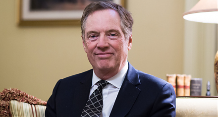 U.S. trade envoy Robert Lighthizer proposes America to require regular touchpoints to ensure Sino-U.S. trade deal enforcement.