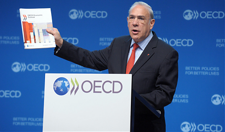 OECD cuts the global economic growth forecast from 3.5% to 3.3% for the current fiscal year 2019-2020.
