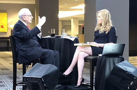 Warren Buffett shares his fresh economic insights and value investment strategies at the Berkshire Hathaway shareholder forum.