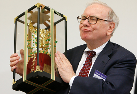 Warren Buffett shares his key insights into life, success, money, and interpersonal communication.