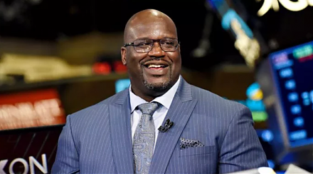 Former basketball star Shaq O'Neal learns a major money lesson from Amazon Founder Jeff Bezos.